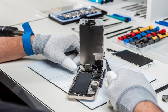 To manually repair or to buy a new smartphone?